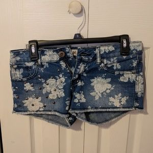 Flower patterned jean shorts with studs